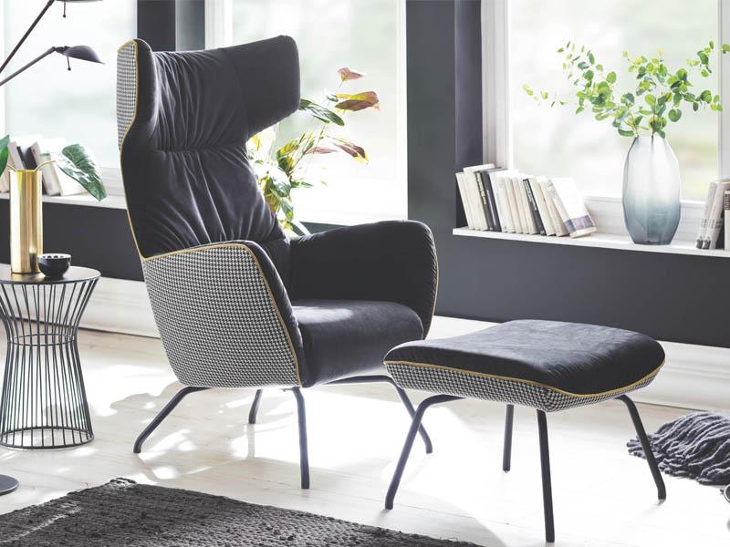 Durch Die Modern Interpretierte Formsprache Aus Der Vergangenen Jahrzehnten  Der Glorreichen Möbeldesigner Komplettieren Sessel Und Hocker Von  Polstermöbel ...