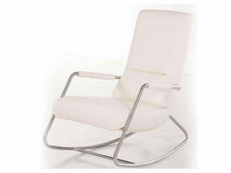 ein loungesessel mit schaukelfunktion ersetzt die plastikliege an den fen umschmeichelt das khle wasser eines planschbeckens die gebrunte haut