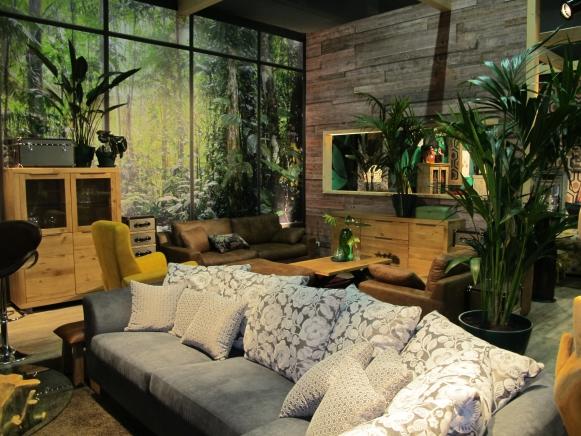 zahlreiche deko ideen durch pflanzen im wohnzimmer auf regal und schrank. Black Bedroom Furniture Sets. Home Design Ideas